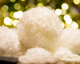 The Weekend Housewife - Countdown to Christmas - Chunky Yarn Snowballs