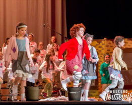 The Weekend Housewife - Annie Kids Musical