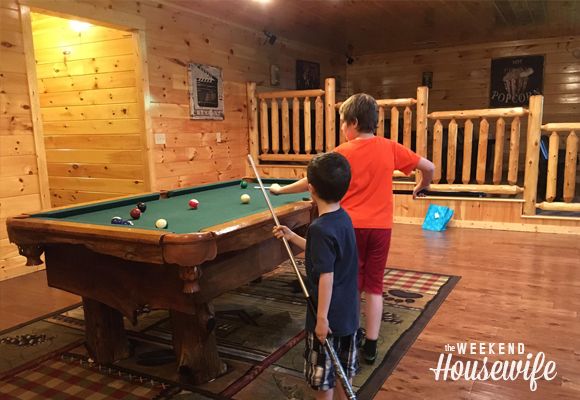 The Weekend Housewife - Pigeon Forge Tennessee - Smokey Mountain Vacation