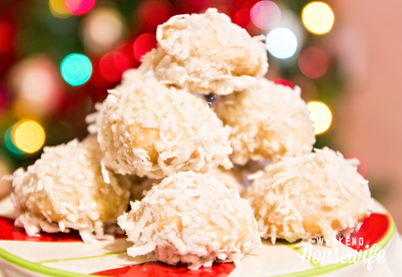 The Weekend Housewife - Countdown to Christmas - Cherry Snowball Cookies - Gooseberry Patch Christmas Cookie Jar